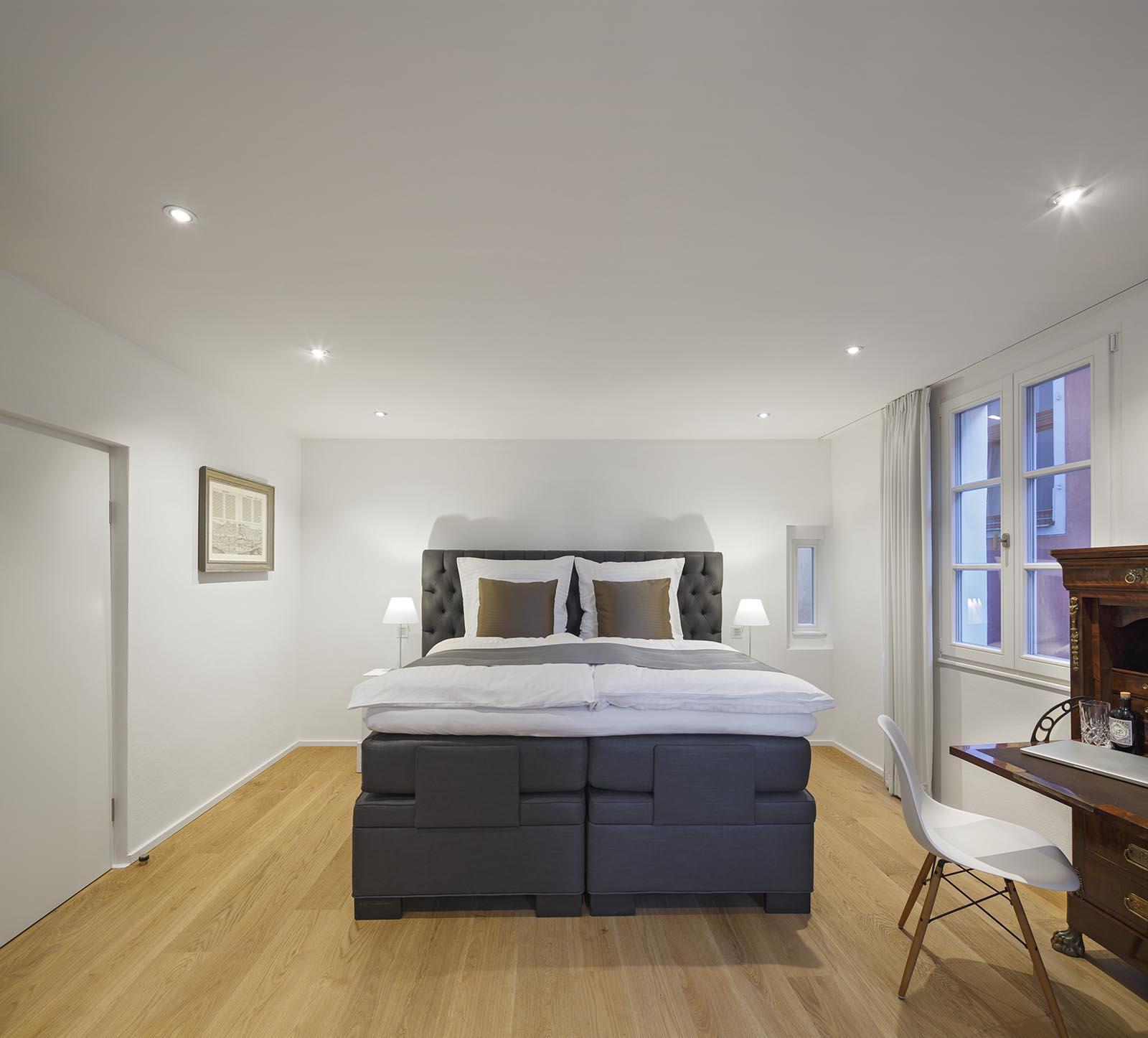 Master Bedroom Suite Domresidenz Regensburg mit Luxus Boxspringbett