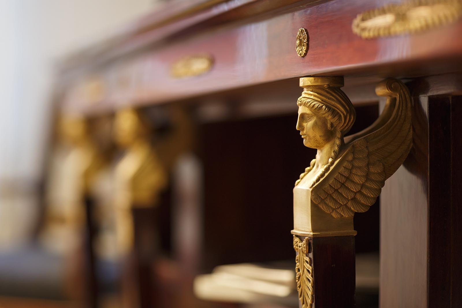 Detail Sideboard aus der Empirezeit