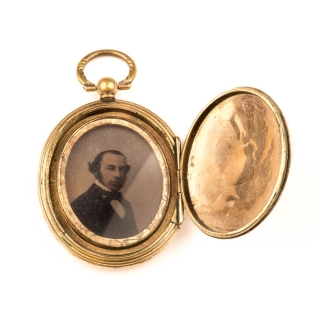Antique locket 9 Ct 80