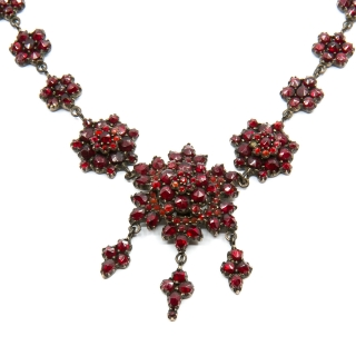 Antique garnet collier